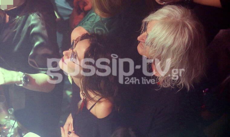 Νίκος Καρβέλας: Τρυφερές αγκαλιές και φιλιά με τη νέα του σύντροφο, απολαμβάνοντας την Άννα Βίσση!
