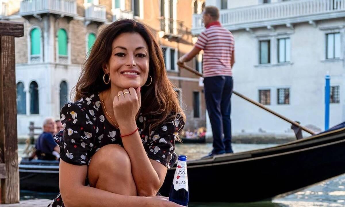 Η Δωροθέα Μερκούρη αποχαιρετά το 2019 με τον πιο... σέξι τρόπο! Δεν φαντάζεστε πώς ποζάρει! (photos)