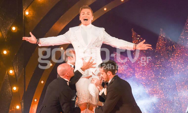 Ο Τάκης Ζαχαράτος στη σκηνή του Παλλάς με το πιο φαντασμαγορικό show της καριέρας του