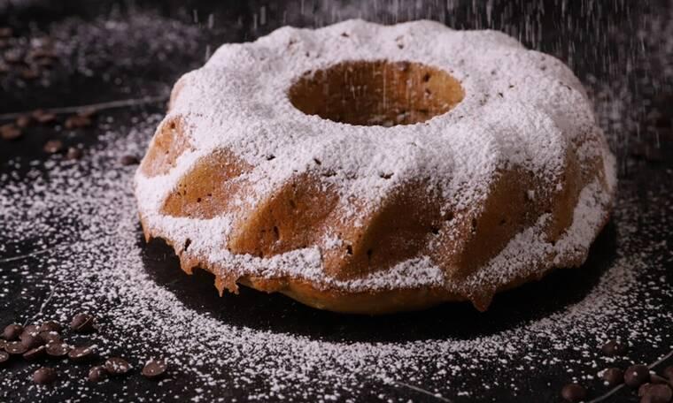 Πεντανόστιμο κέικ κάστανο από τον Τσούλη
