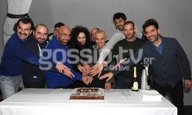 Θέατρο Αθηνά: Happy Birthday ΕΛΛΑΣ: Οι συντελεστές της παράστασης έκοψαν... πίτα! Όλα όσα έγιναν!