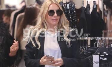 Έλενα Τσαβαλιά: Τη μία βόλτες στο κέντρο της Αθήνας και την άλλη ψώνια σε εμπορικό κέντρο (photos)