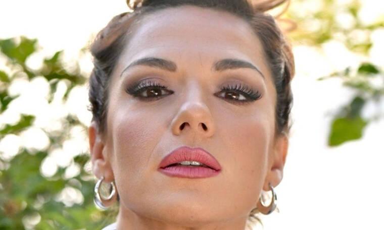 5 σκιές για να αντιγράψεις το υπέροχο frosted μακιγιάζ της Βάσως Λασκαράκη!