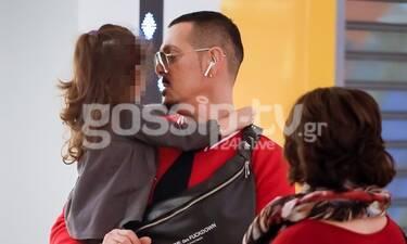Νίκος Βουρλιώτης: Τον «τσακώσαμε» αγκαλιά με την κόρη του και λιώσαμε! (Photos)