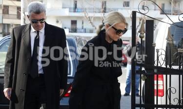 Κηδεία Έρρικας Μπρόγιερ: Χατζηνικολάου – Τσολακάκη: Συντετριμμένοι στην κηδεία (Photos)