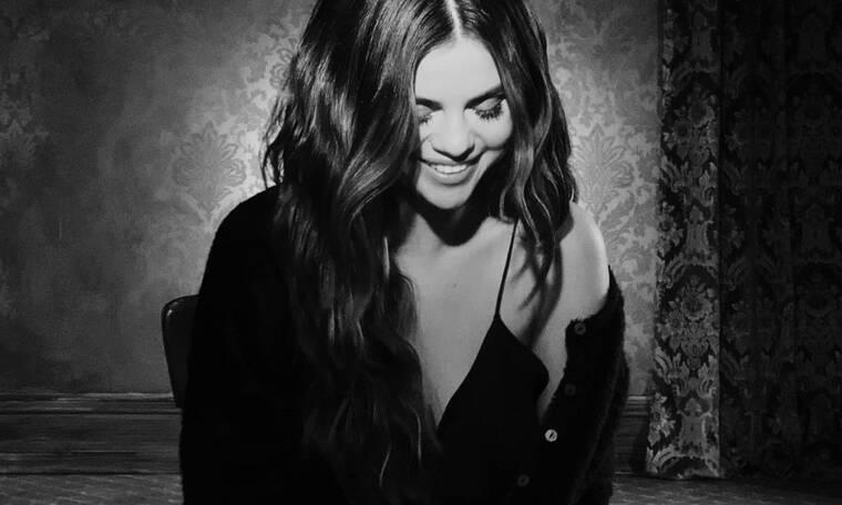 Τα νέα τραγούδια της Selena Gomez κυκλοφόρησαν και, ναι, μιλάνε για τα αγόρια της