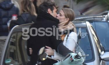 Δανάη Μιχαλάκη- Γιώργος Παπαγεωργίου: Καυτά φιλιά στην μέση του δρόμου (photos)