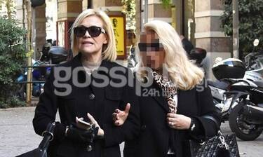 Κωνσταντίνα Μιχαήλ: Βόλτα και ψώνια στο Κολωνάκι με total black look (Photos)