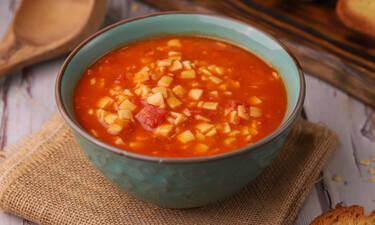 Κόκκινη σούπα με χυλοπιτάκι από τον Γιώργο Τσούλη