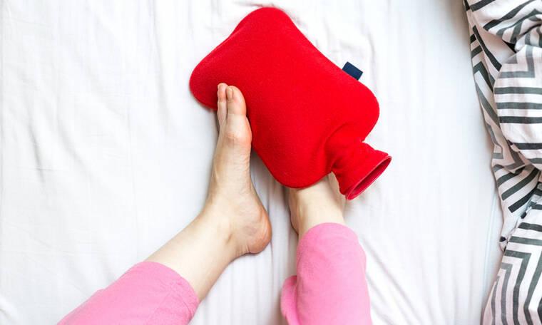 «Παγωμένα» πόδια: Τι φταίει & πώς θα αντιμετωπίσετε την κατάσταση (εικόνες)