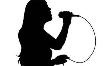 Τραγουδίστρια αποκάλυψε πως η μητέρα της έχει όγκο στον εγκέφαλο