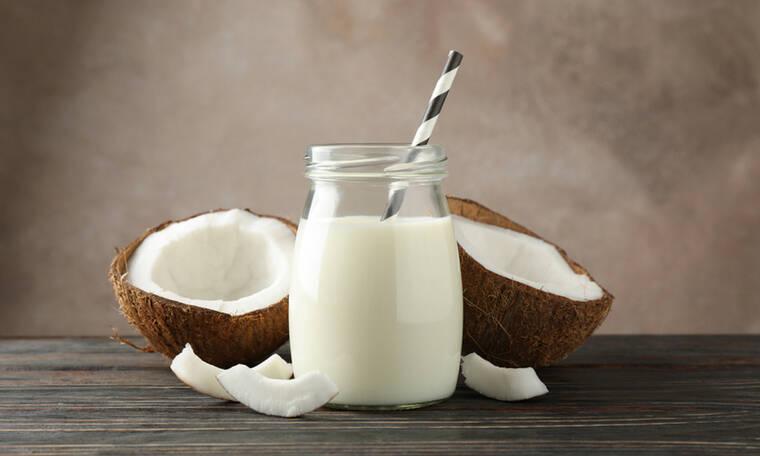 Γάλα καρύδας: Τα οφέλη για την επιδερμίδα & πώς θα φτιάξετε ενυδατικό γαλάκτωμα σώματος (video)