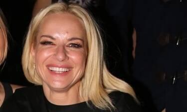 Μαρία Μπεκατώρου: Με καλή παρέα στα μπουζούκια! Και δεν φαντάζεστε με ποια βγήκε! (photos)