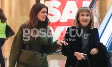 Μάρα Ζαχαρέα-Σταματίνα Τσιμτσιλή: Βόλτα για δύο – Τι φόρεσαν οι δύο κυρίες; (photos)