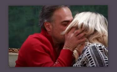 Παύλος Ευαγγελόπουλος: Δεν έχει ξαναγίνει! Φίλησε ρεπόρτερ κατά τη διάρκεια συνέντευξης (Pics-Vid)