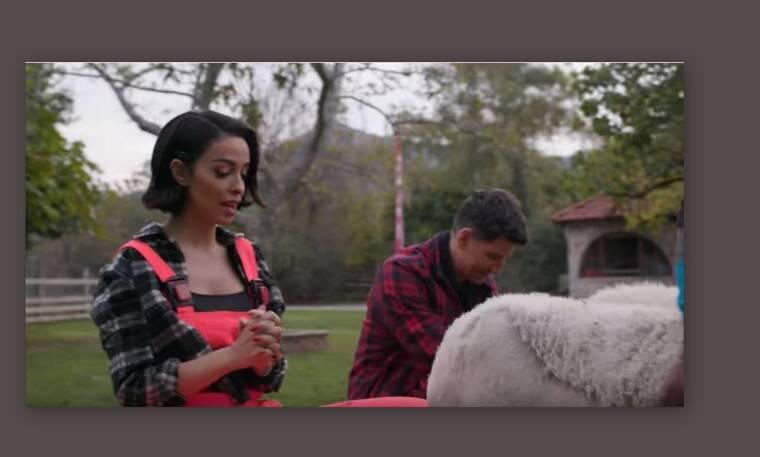 Ο Σάκης Ρουβάς πήγε την Ελένη Φουρέιρα για άρμεγμα (Video & Photos)