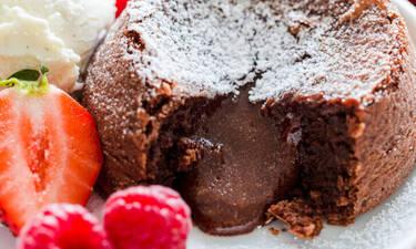 Σουφλέ σοκολάτας: μια λάβα από σοκολάτα στο πιάτο σου