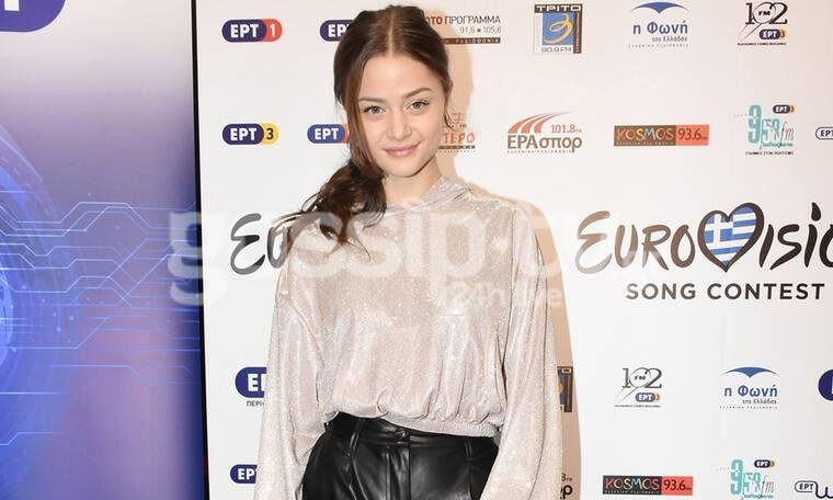 Eurovision 2020: Στεφανία Λυμπερακάκη: Τα σπαστά Ελληνικά και το … Superg!rl (video & photos)