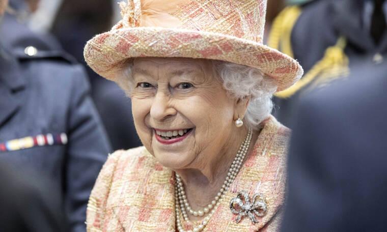 Αυτό το fashion item δεν αποχωρίζεται τον χειμώνα η Βασίλισσα Ελισάβετ και θα το λατρέψεις κι εσύ