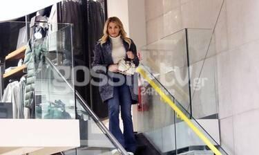 Κωνσταντίνα Σπυροπούλου: Βόλτα και ψώνια με casual look - Δείτε τι αγόρασε! (Photos)