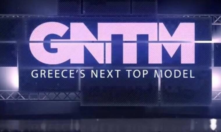 Πρώην μοντέλο του GNTM πρωταγωνιστεί στο θέατρο και «καίει» το σανίδι (photos)