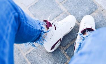 «Πώς να καθαρίσω τα λευκά μου sneakers χωρίς απορρυπαντικό;»