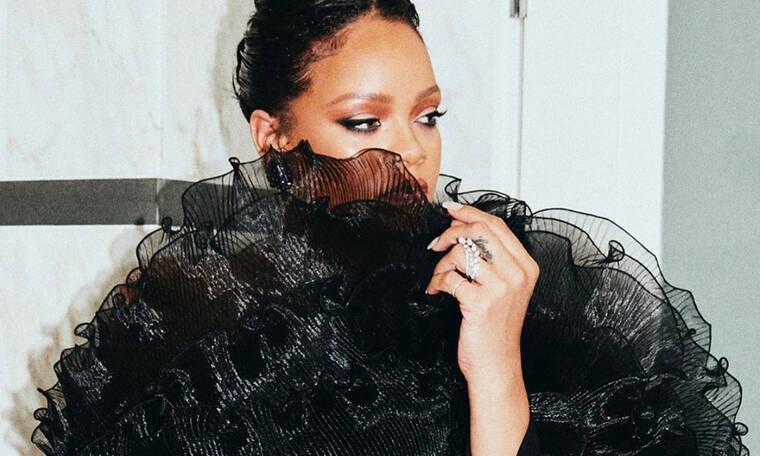 Κάθεσαι; Η Rihanna ανέβασε την πιο καυτή φωτό της και θα σε κάνει να ξεχάσεις τον Αγ. Βαλεντίνο