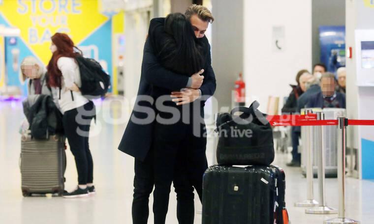 Αγκαλιές στο αεροδρόμιο και χαμόγελα ευτυχίας για το ερωτευμένο ζευγάρι (photos)