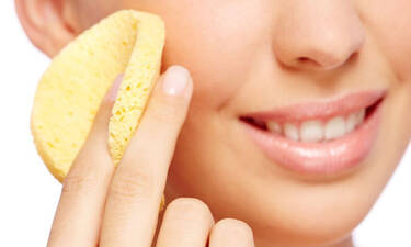 Πως να καθαρίσεις εύκολα και γρήγορα τα σφουγγαράκια του μακιγιάζ σου