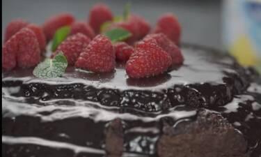 Σοκολατένιο κέικ με raspberries