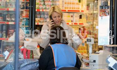Βίκυ Καγιά: Απλή και στιλάτη! Δες πώς πάει για ψώνια στο σούπερ μάρκετ και θα πάθεις πλάκα! (Pics)
