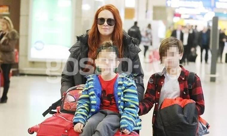 Σίσσυ Χρηστίδου: Μια ευτυχισμένη μαμά! Στο αεροδρόμιο με τους γιους της! (Photos)