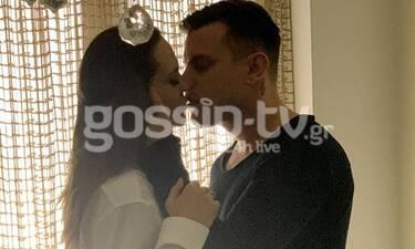 Με ποιον ανταλλάσσει καυτό φιλί η Νικολέττα Καρρά; (photos)