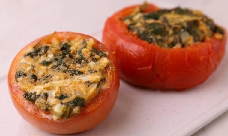 Νόστιμες ντομάτες γεμιστές με σπανάκι