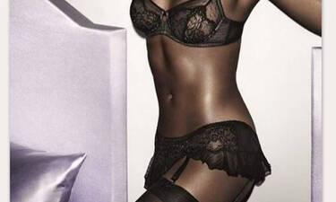 «Καυτό» Super Model ποζάρει... topless στα 50 της και προκαλεί!
