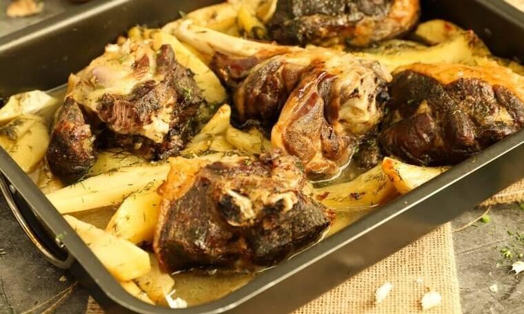 Πεντανόστιμο αρνί με άνηθο και πατάτες στο φούρνο