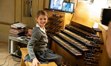 Η πριγκίπισσα Estelle της Σουηδίας μεγάλωσε - Δείτε φωτογραφίες και βίντεο
