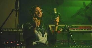 Ν.Ο.Ε.: Ο πιο κούκλος rapper κυκλοφόρησε τραγούδι κι είναι το Νο2 στα trends