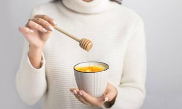 Ρόφημα για αδυνάτισμα: Απλά βράστε αυτά τα 2 υλικά, πιείτε το πριν πέσετε για ύπνο & χάστε κιλά