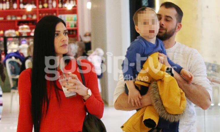 Ο Χάρης Γιακουμάτος με την σύζυγό και τον γιο του – Δεν σταμάτησε να πειράζει τον μπαμπά του