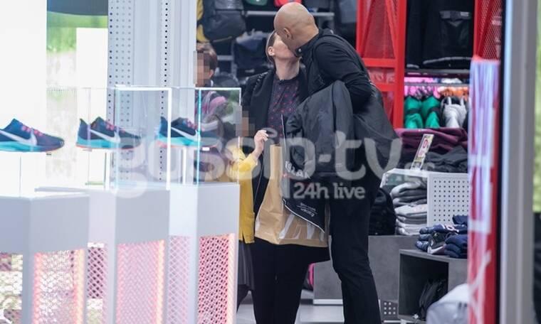 Ο «σκληρός» Σκουλός όπως δεν τον έχουμε ξαναδεί - Τα φιλιά με τη γυναίκα του σε κοινή θέα! (Photos)