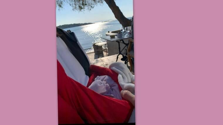 Γνωστός Έλληνας ηθοποιός έκανε τη πρώτη βόλτα με την νεογέννητη κόρη του ( Photos)