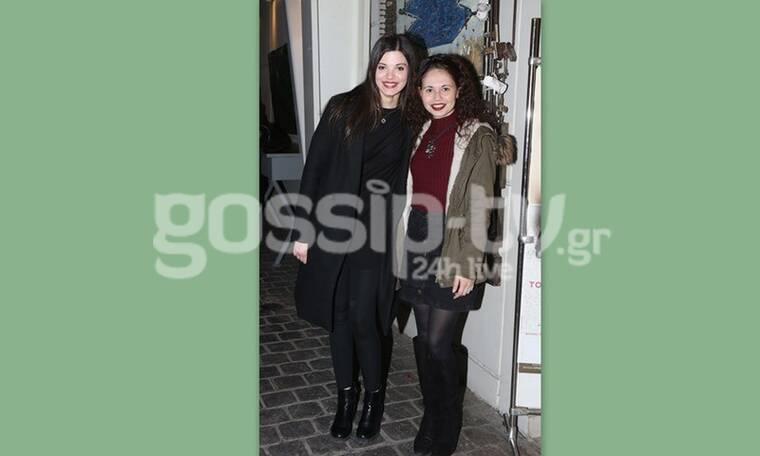 Τζένη Καζάκου: Ούτε που πάει ο νους σας ποια είναι η κοπέλα δίπλα της (Photos)