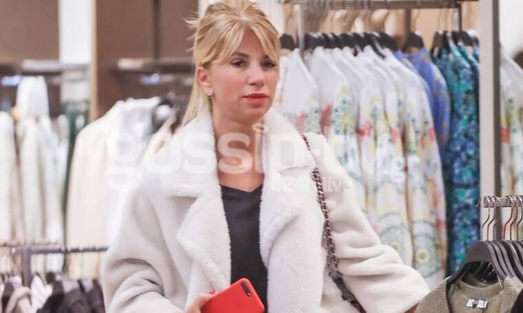 Αλεξία Παπανδρέου: Σικ και ευδιάθετη για ψώνια σε εμπορικό κέντρο! (photos)