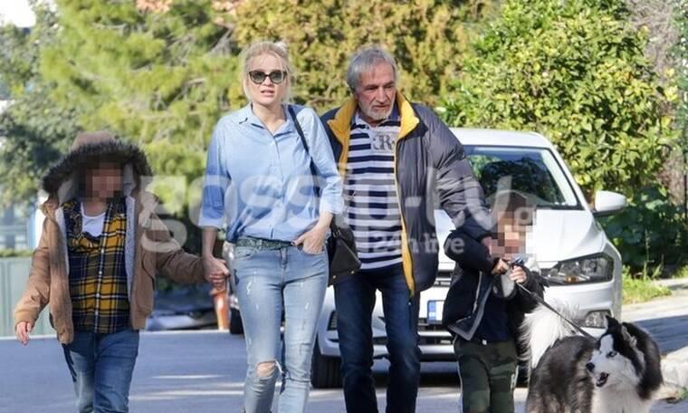 Η βόλτα της Φαίης Σκορδά με τον μπαμπά και τα παιδιά της & το street look που αξίζει να αντιγράψεις!