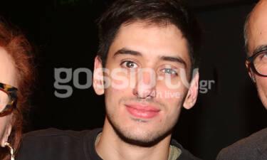 Είναι γιος πασίγνωστων ηθοποιών της ελληνικής τηλεόρασης! Μήπως τον αναγνωρίζετε; (photos)