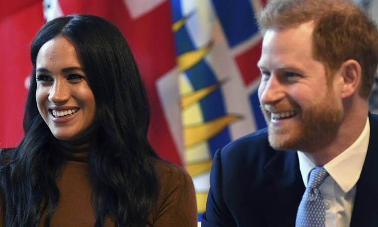 Awkward! Meghan/Harry – βασίλισσα Ελισάβετ: Η πρώτη δημόσια συνάντηση μετά την επιστροφή τους