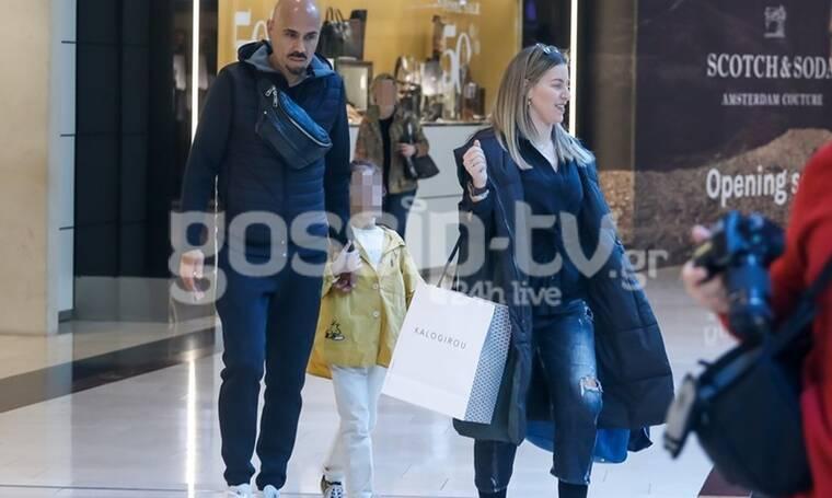 Δημήτρης Σκουλός: Βόλτα και ψώνια με τη σύζυγό του και την κόρη τους! (Photos)