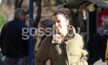 Νικολέττα Ράλλη: Την εντοπίσαμε στο κέντρο της Αθήνας – Δείτε την φουσκωμένη της κοιλίτσα (photos)