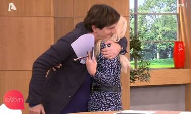 Ελένη Μενεγάκη: Τη συγκίνησε ο Θοδωρής Κουτσογιαννόπουλος! Οι αγκαλιές και τα φιλιά στο πλατό!
